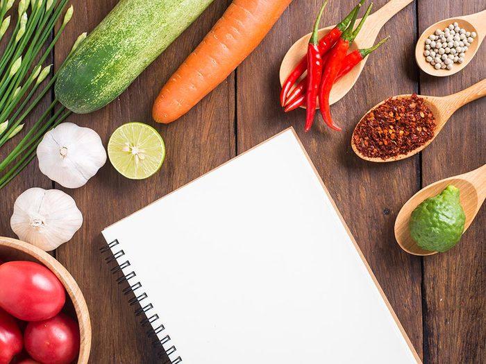 Pour des repas santé en famille, faites-vous un livre de recettes.