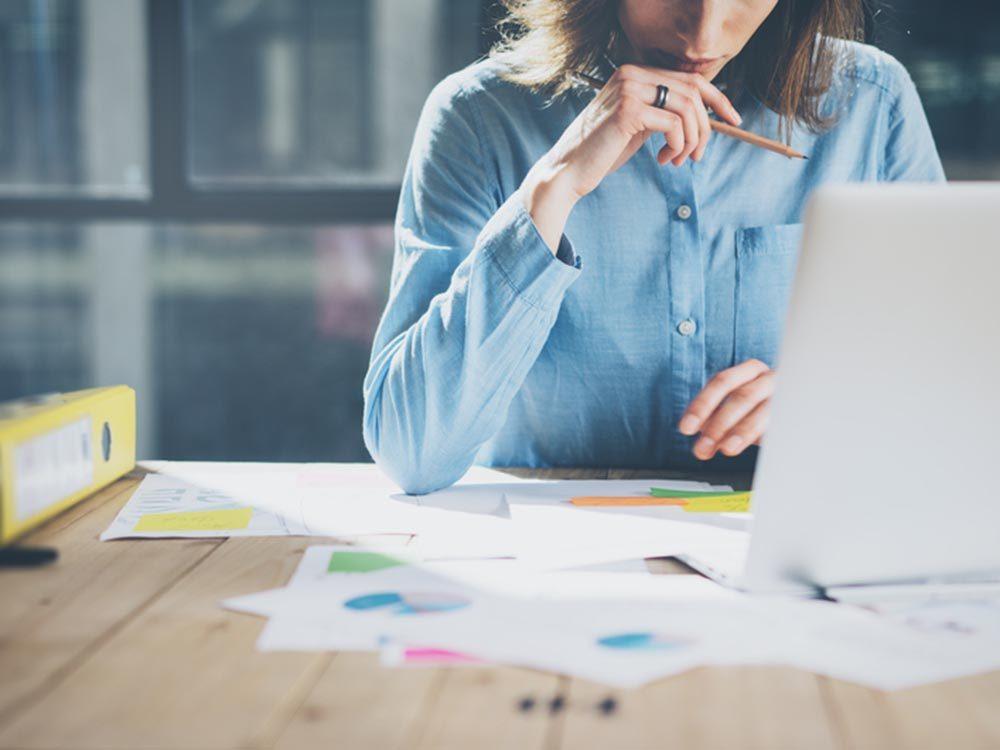 Stimulez votre énergie au travail en vous organisant.