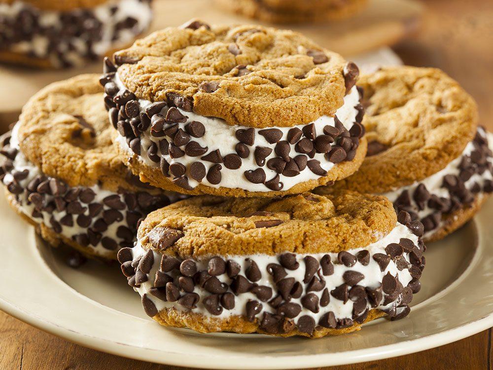 Biscuits décadents à la crème glacée.