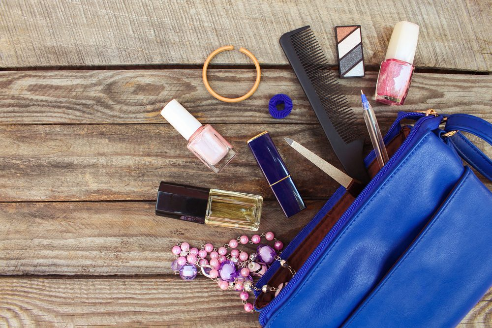 Garder les articles de beauté dans votre tente: une des pires erreurs à ne jamais commettre.