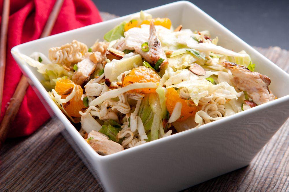 Recette rapide de poulet en salade asiatique.