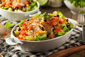 Salade de poulet aux agrumes et vinaigrette à la coriandre