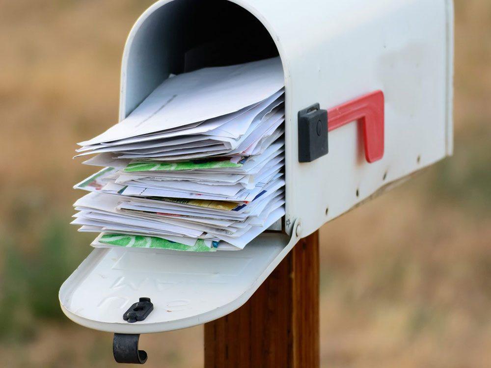 L'accumulation de courrier dans votre boîte à lettres met en danger la sécurité de la maison.