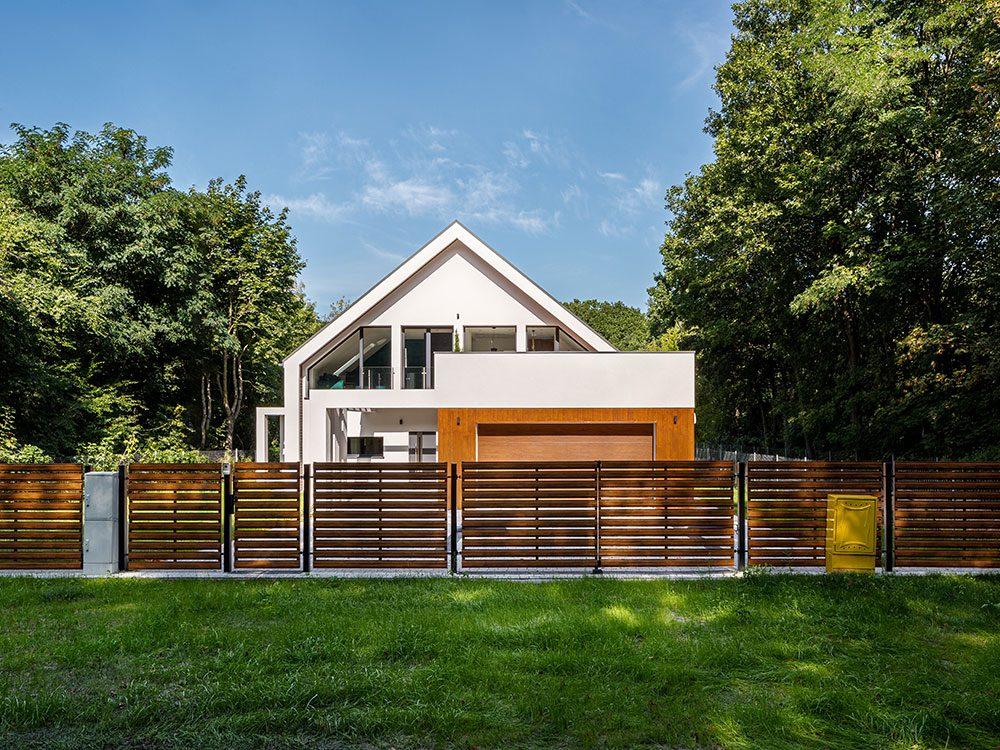 Les clôtures et barrières mettent en danger la sécurité de la maison.