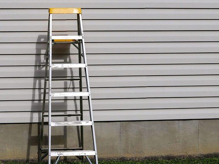 Un accès facile à une échelle peut nuire à la sécurité de la maison.