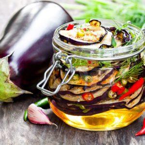 Aubergines en conserve dans l'huile