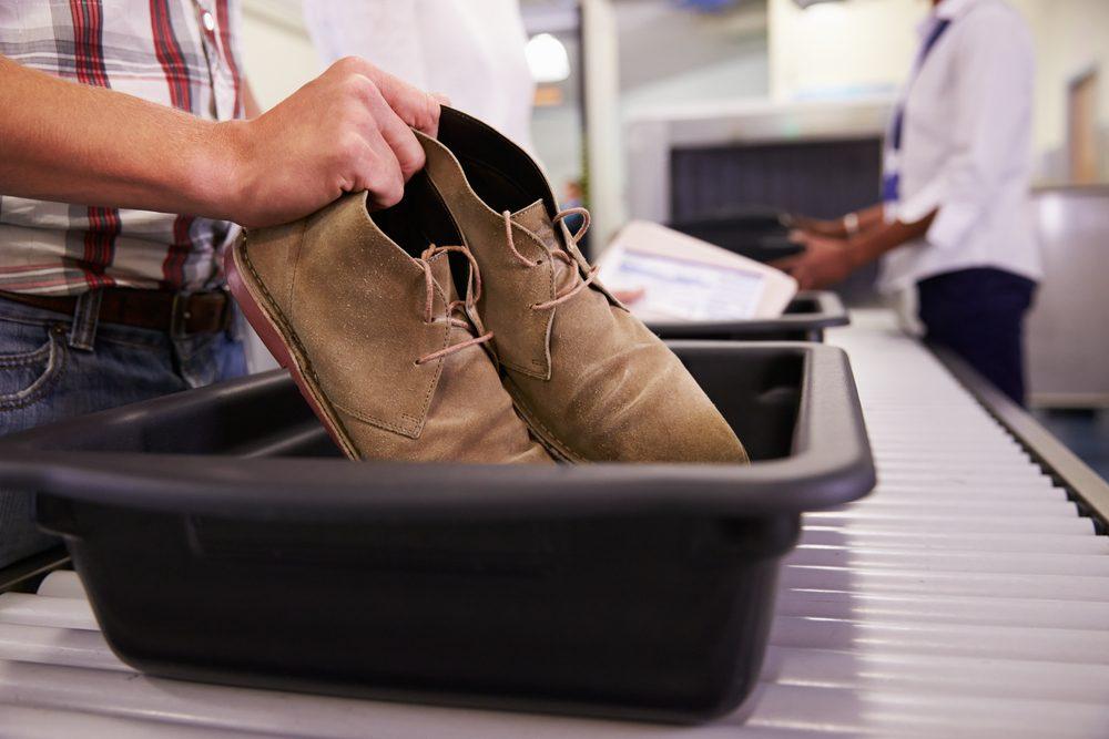 N'oubliez pas vos bas à l'aéroport.