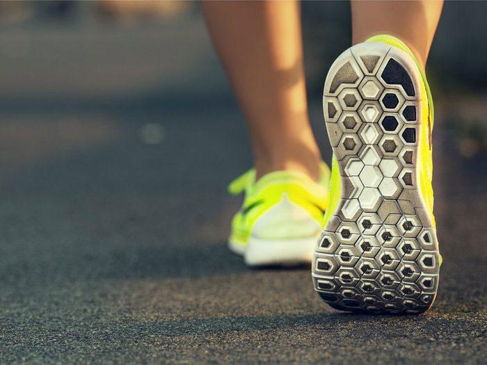 La marche en «mode solution» est une bonne façon de perdre du poids.
