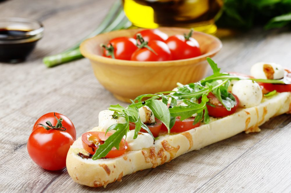Un sandwich caprese pour cuisiner les tomates fraîches
