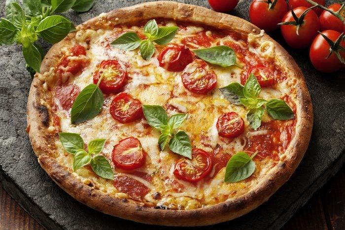 Une recette de pizza pour cuisiner les tomates fraîches.