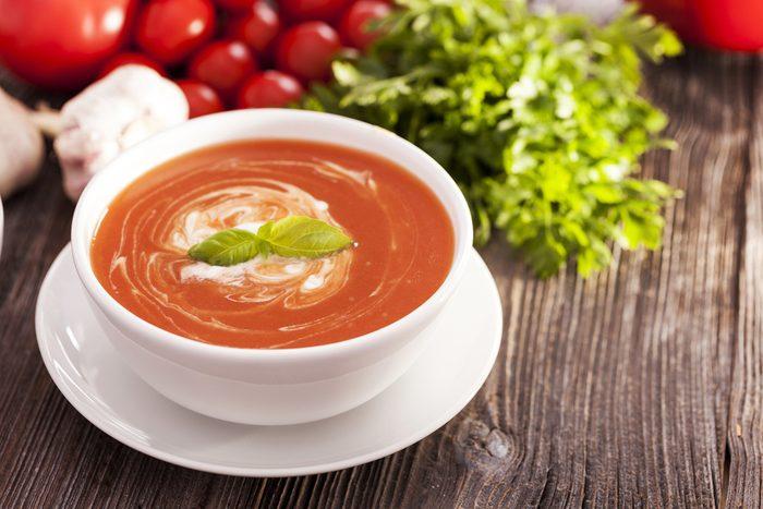 Une recette de potage aux tomates.