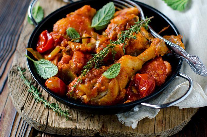La meilleure recette de poulet aux amandes et tomates.