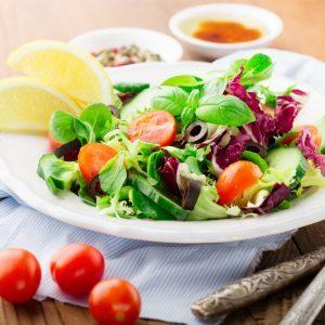 Romaine, vinaigrette aux tomates concassées