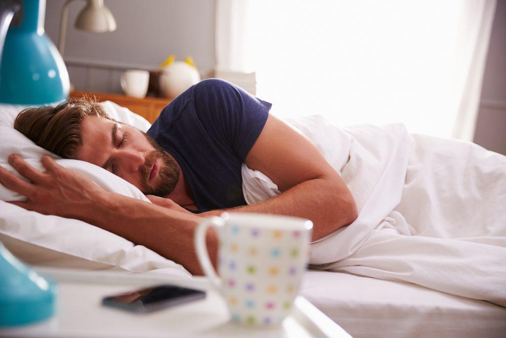 Pourquoi les hommes dorment-ils toujours après le sexe?