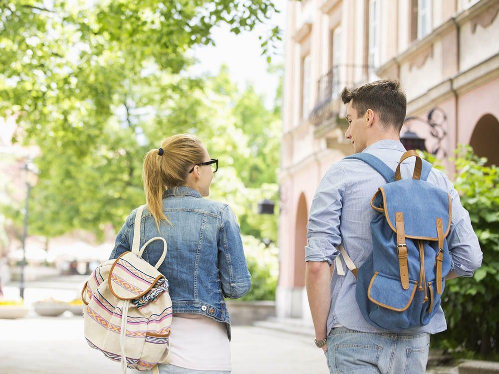 Rentrée universitaire: attention au poids de votre sac à dos.