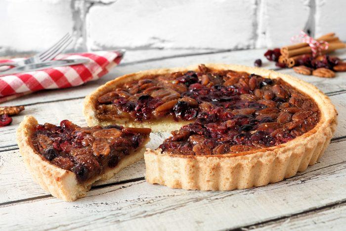 Parmi nos meilleures recettes de tartes, cette tarte réconfortante aux canneberges et aux pacanes