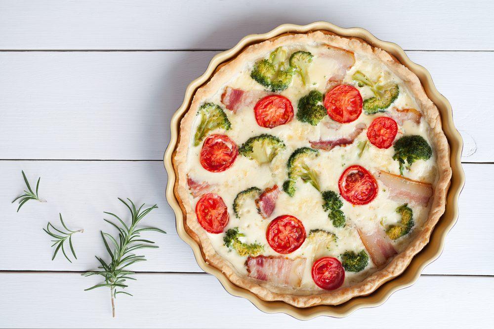 Une tarte aux tomates, jambon et fromage réconfortante
