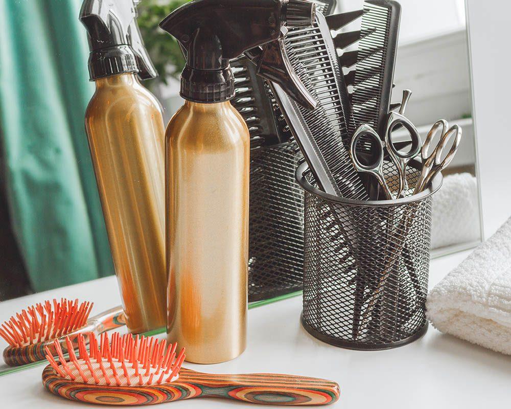 Traitement efficace contre les poux : mettez en quarantaine tout ce qui touche aux cheveux.