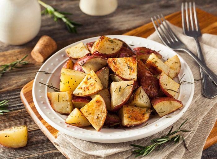 Pour votre repas de l'action de grâce, préparez des pommes de terre rôties.