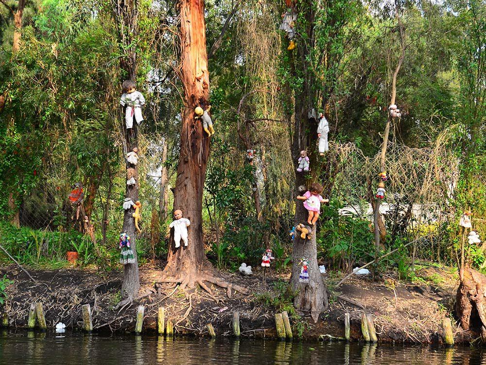 L'Isla de las Munecas est une destination terrifiante qui risque fort de vous faire vivre un véritable cauchemar.