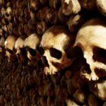 Les catacombes à Paris font partie des destinations les plus terrifiantes à travers le monde.