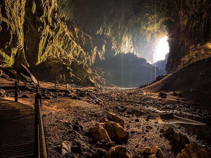 Les grottes de Gomantong en Malaisie sont une destination terrifiante pour ceux qui n'aiment pas se retrouver nez à nez avec des chauves-souris, des cafards et d'autres bestioles.