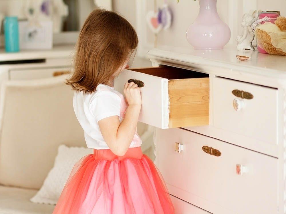Pour éviter le désordre, réutilisez vos vieux meubles de rangement.