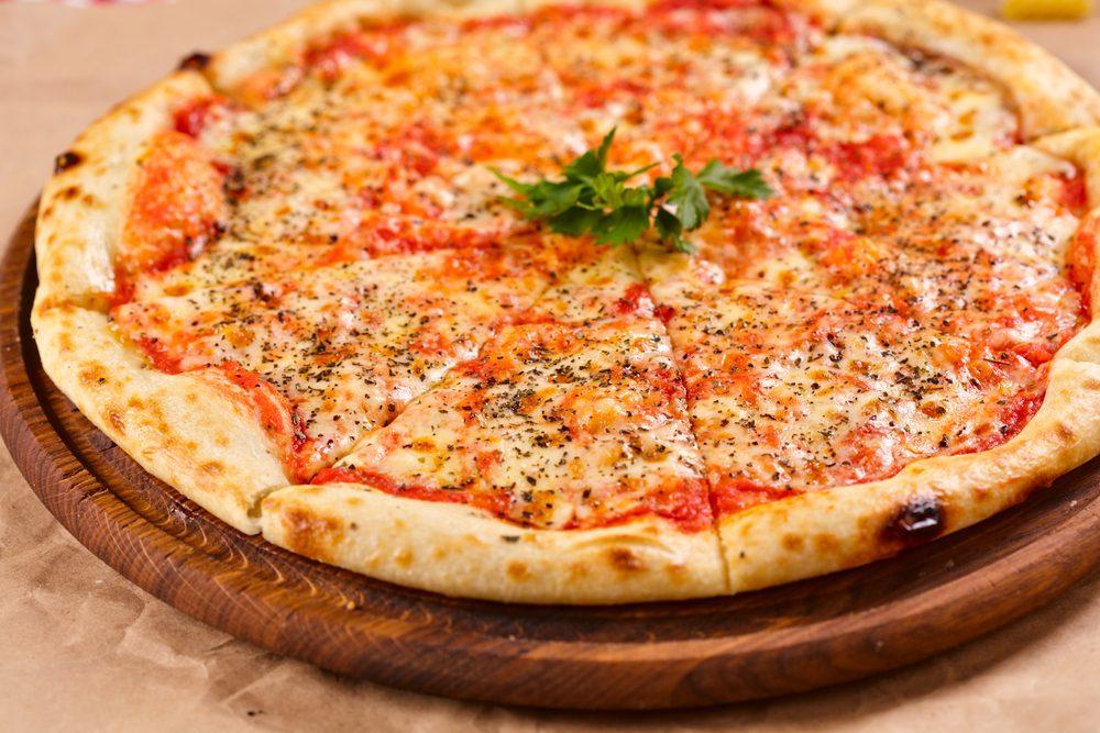 Une recette de pizza maison marguerite.