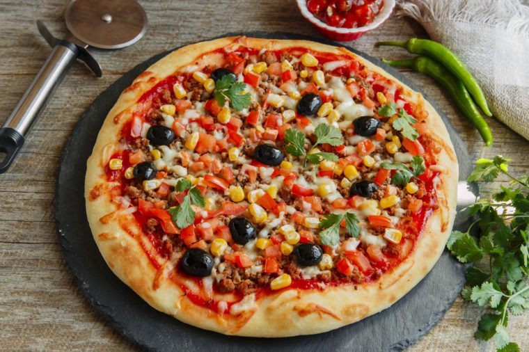Une pizza santé assaisonnée à la mexicaine