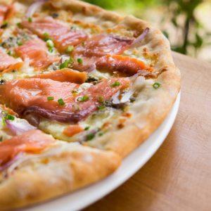 Pizza aux deux saumons et aux asperges