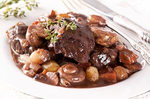 Filet de bœuf rôti, sauce au vin rouge