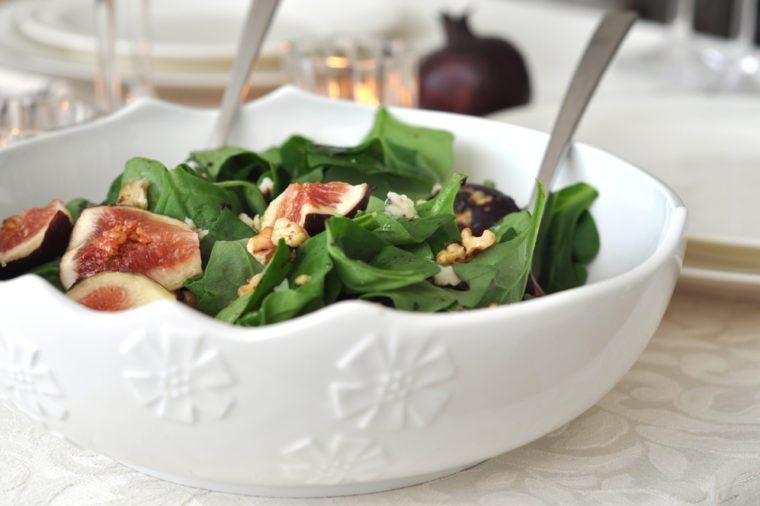 Une recette de Noël de mesclun aux figues et au chèvre frais