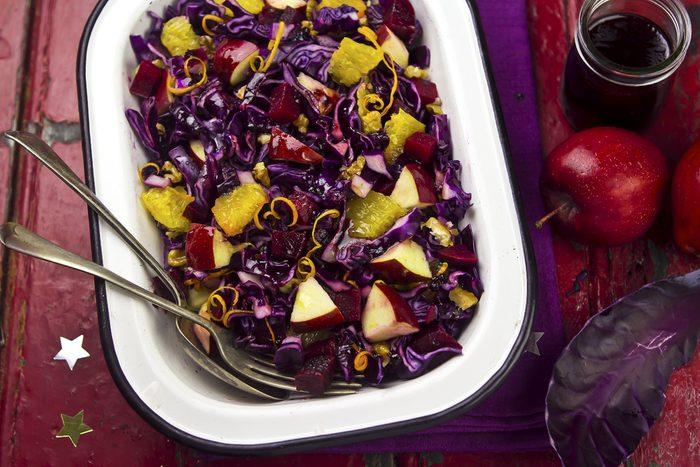 Une recette de salade de chou et de pommes, vinaigrette au fromage bleu