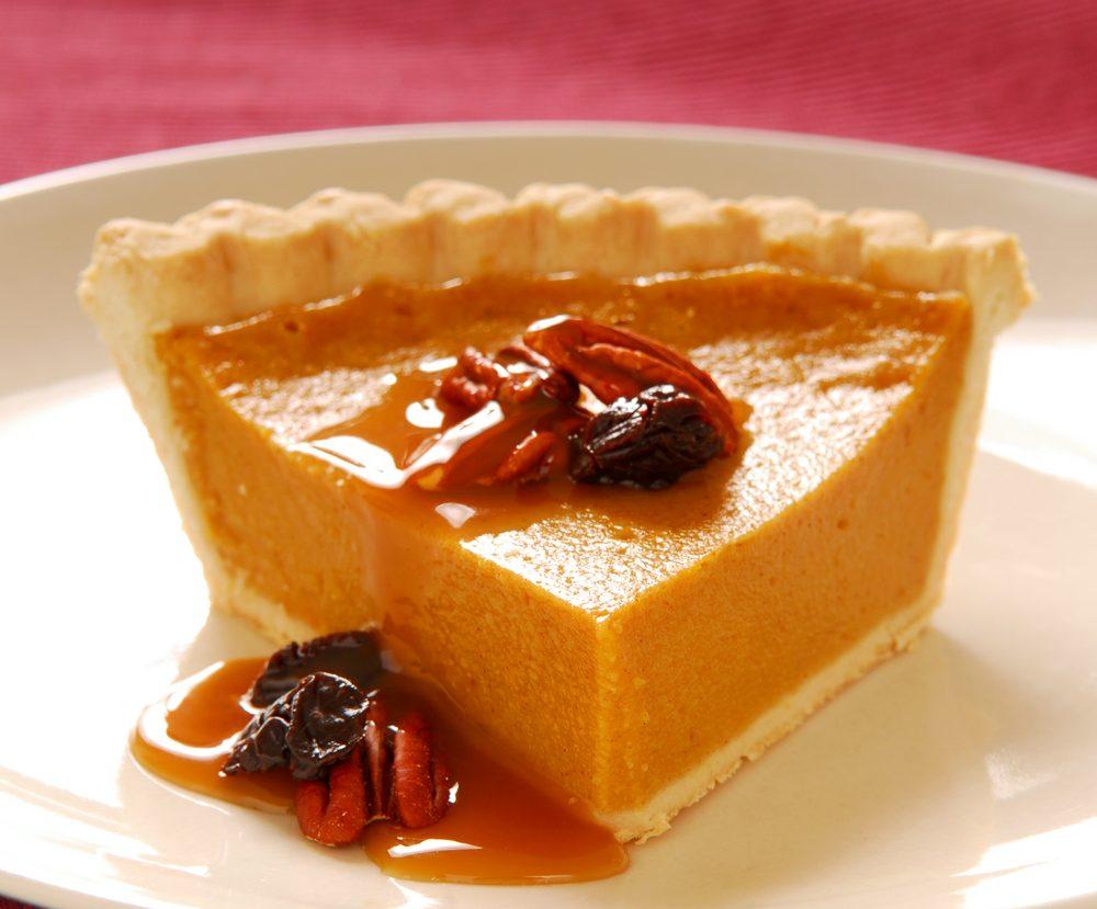 Une tarte à la patate douce et à la marmelade canneberge-pacanes