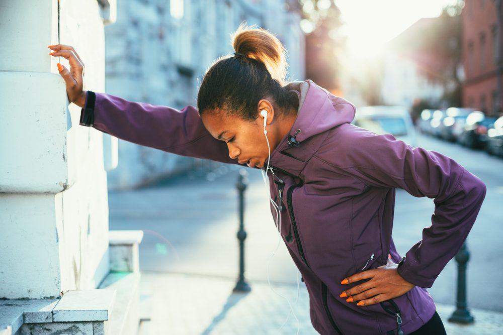 Toux chronique accompagnée d'essouflements peut être liée à une bronchite.