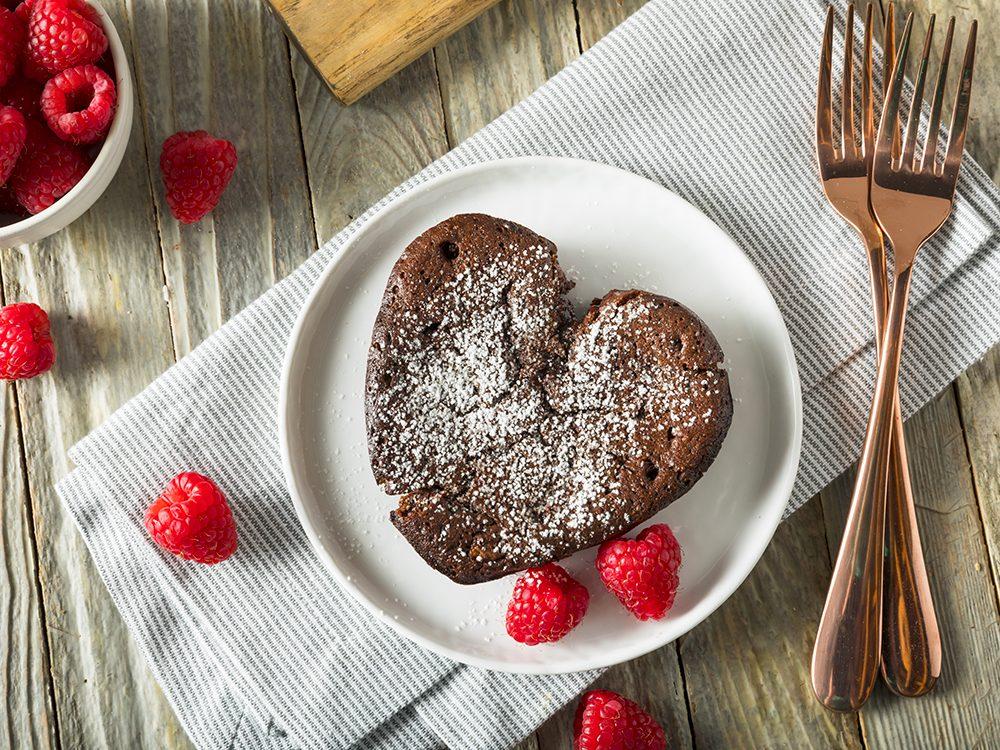 Recette pour la Saint-Valentin: gâteau au chocolat et aux pois chiche sans gluten.