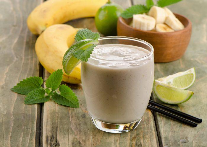 Un smoothie à la banane avant l'entrainement