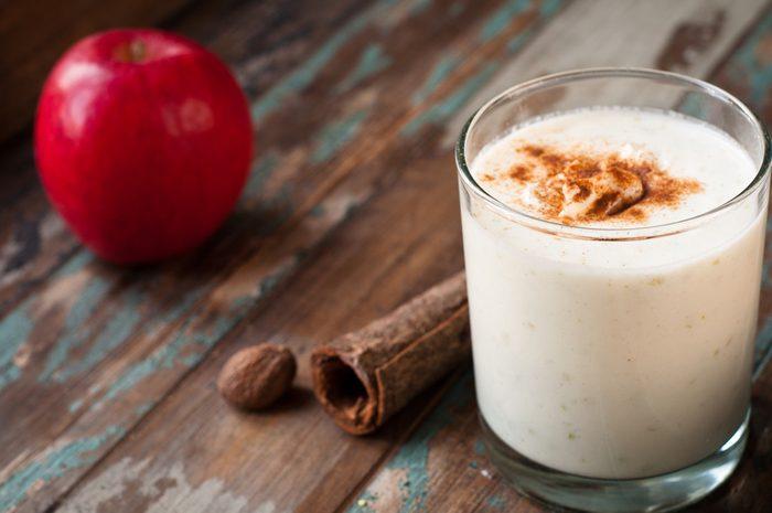 Un smoothie à la cardamome santé pour stimuler l'entrainement