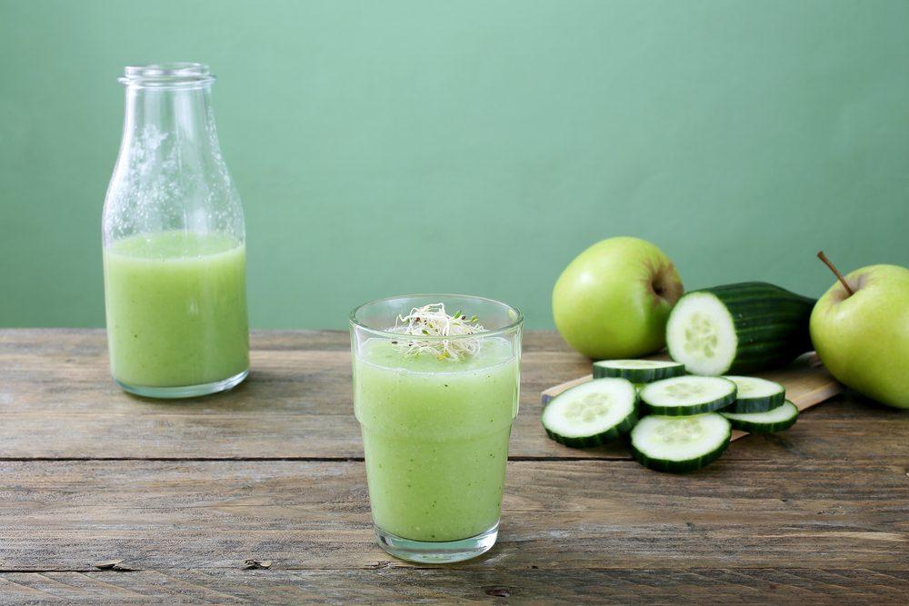 Un smoothie aux pommes et concombres avant un entrainement