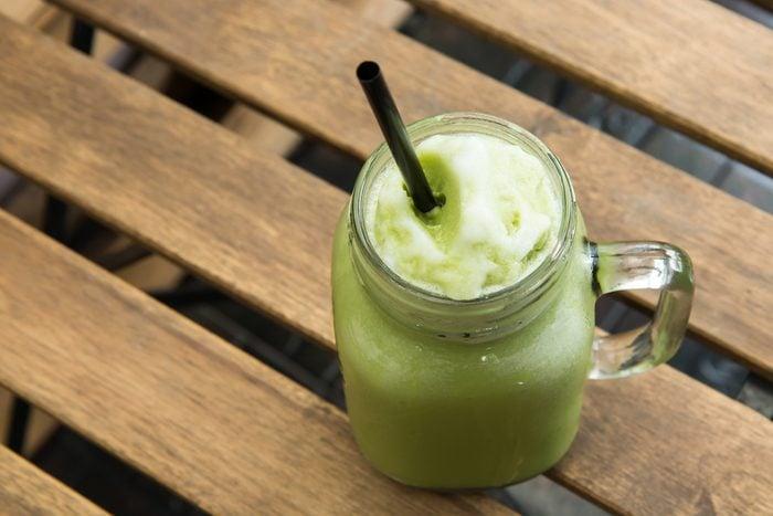 Un smoothie au thé vert avant l'entrainement
