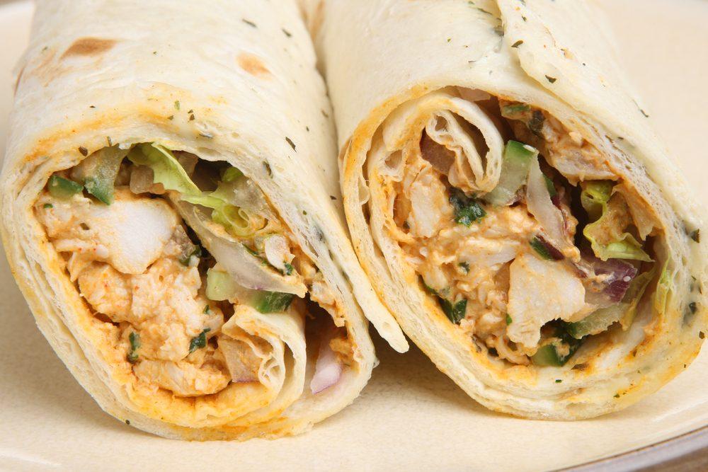 Une recette de sandwich de salade de poulet à l'indienne