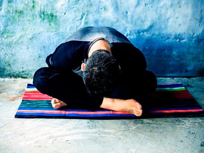 Le yoga Juvamukti est l'un des types de yoga à essayer.
