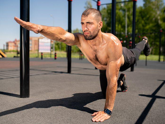 Le yoga Jock est l'un des types de yoga à essayer.