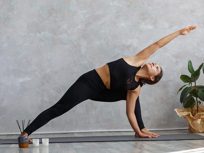 Le yoga Vinyasa est l'un des types de yoga à essayer.