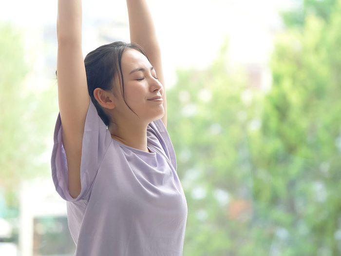 Le yoga régénérateur est l'un des types de yoga à essayer.