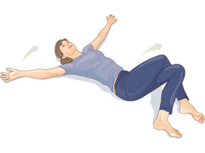 Mal de dos: torsion vertébrale en position couchée (jambes croisées).