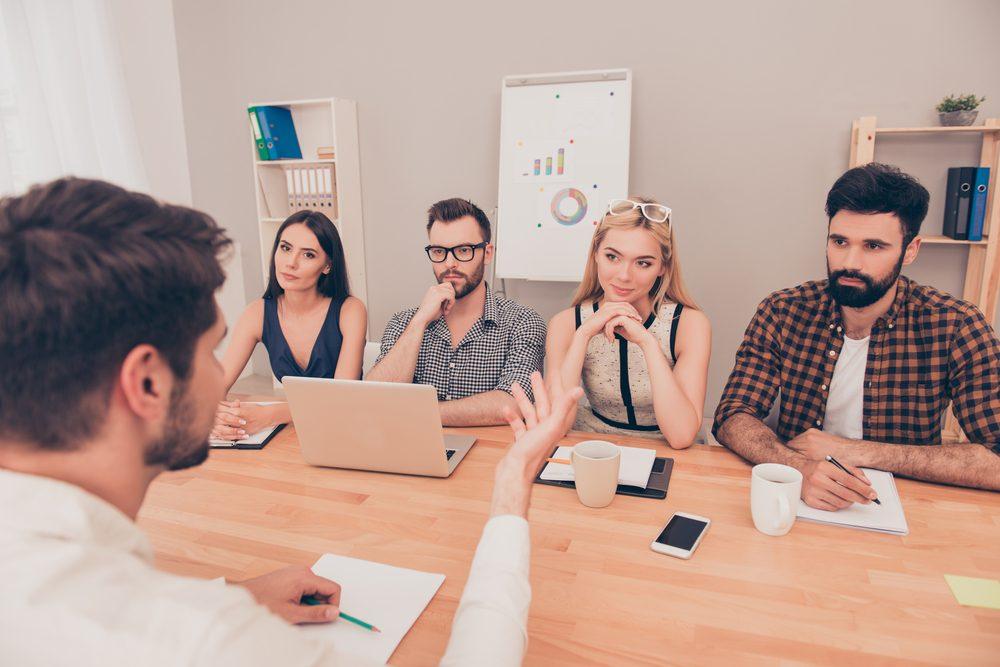 Erreur en entrevue d'embauche: trop parler.