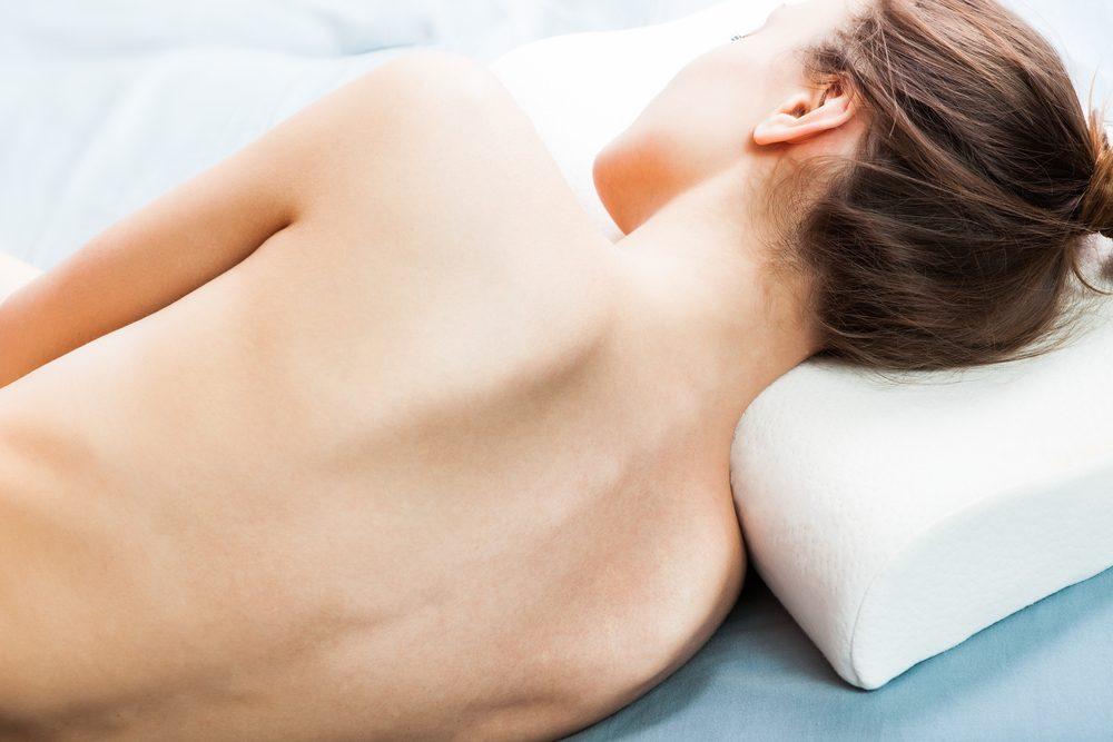 Comment se coucher lorsque vous avez mal au dos.