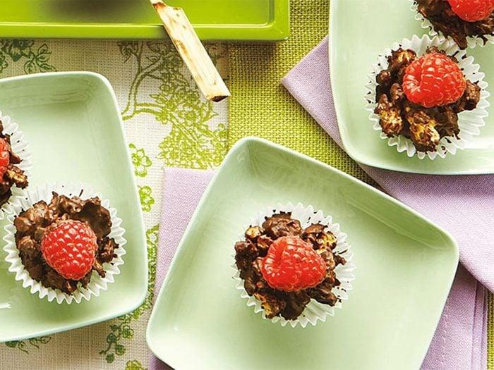 Coupes granola choco-framboises.
