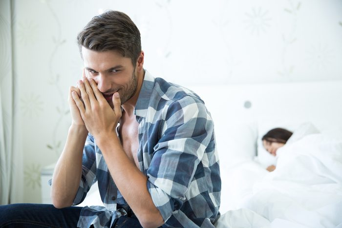 Pour détecter les mensonges, regardez les expressions faciales et le visage de votre interlocuteur.